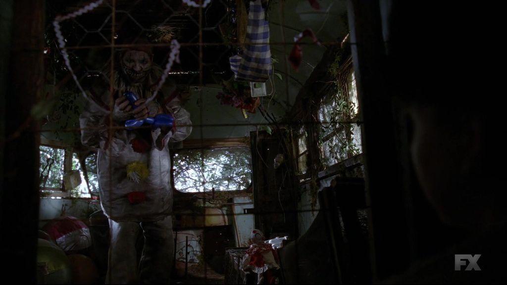 American.Horror.Story.S04E01.720p.HDTV.X264-DIMENSION.mkv_20141009_201912.921.jpg