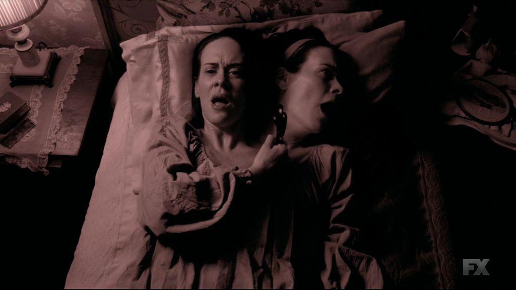 American.Horror.Story.S04E01.720p.HDTV.X264-DIMENSION.mkv_20141009_202714.218.jpg
