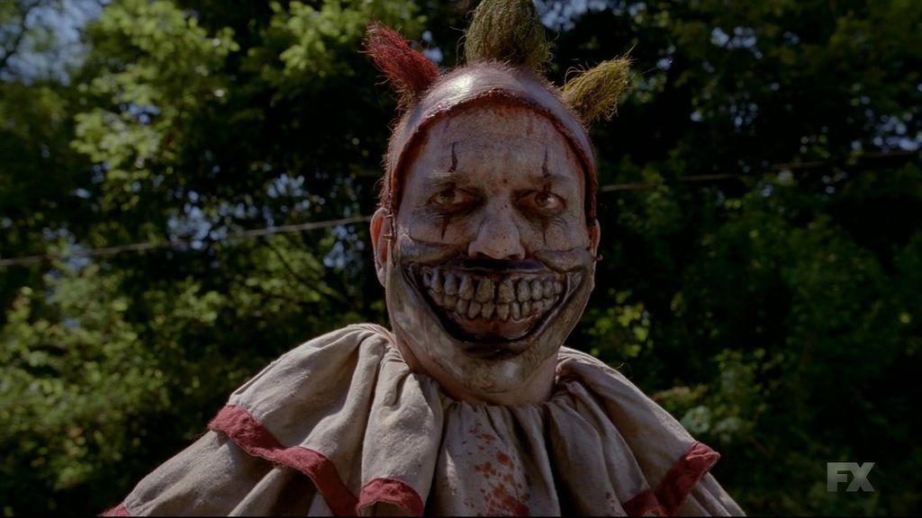 American.Horror.Story.S04E02.720p.HDTV.X264-DIMENSION.mkv_20141017_082737.781.jpg