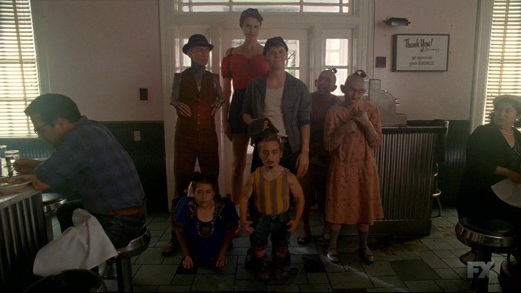 American.Horror.Story.S04E02.720p.HDTV.X264-DIMENSION.mkv_20141017_084426.468.jpg