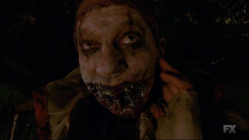 American.Horror.Story.S04E02.720p.HDTV.X264-DIMENSION.mkv_20141017_085237.656.jpg