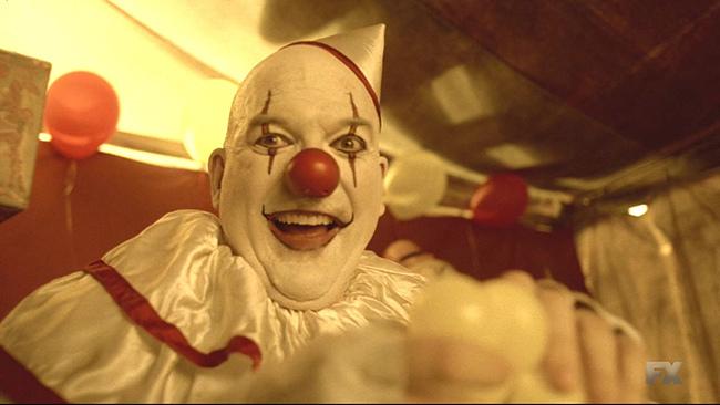 American.Horror.Story.S04E04.720p.HDTV.X264-DIMENSION.mkv_20141101_180841.390.jpg