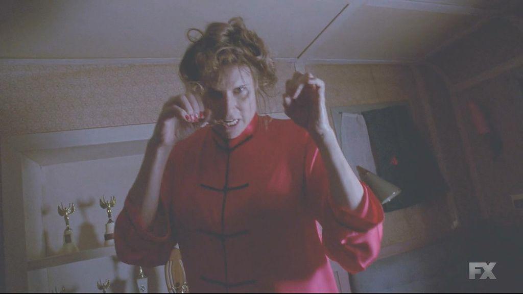 American.Horror.Story.S04E07.720p.HDTV.X264-DIMENSION.mkv_20141209_161452.046.jpg