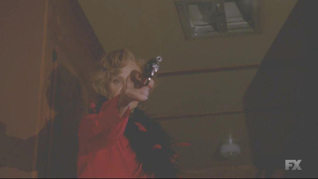 American.Horror.Story.S04E11.720p.HDTV.x264-KILLERS.mkv_20150113_120646.937.jpg