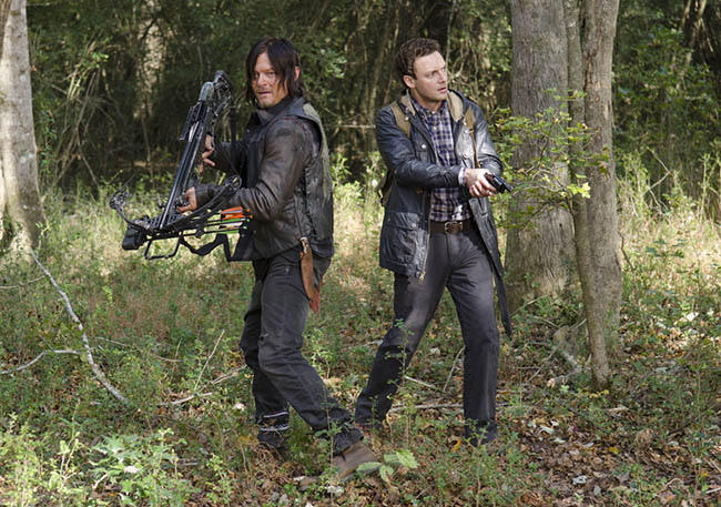 the-walking-dead-episode-515-daryl-reedus-aaron-marquand-935.jpg