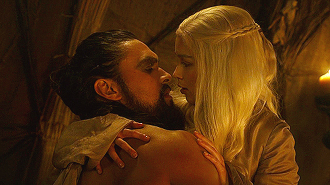 Dany_learns_to_Please_Drogo_Kingsroad.jpg