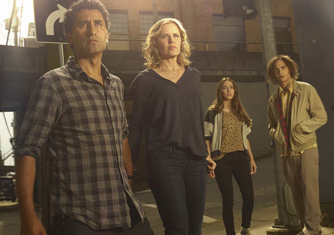 fear-the-walking-dead-season-1-gallery-madison-dickens-travis-curtis-935-3.jpg