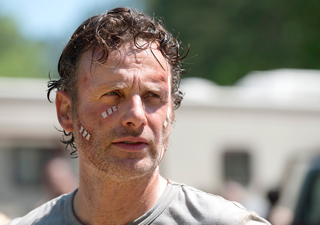 the-walking-dead-episode-601-rick-lincoln-bandage-935.jpg