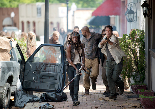 the-walking-dead-episode-603-michonne-gurira-2-935.jpg