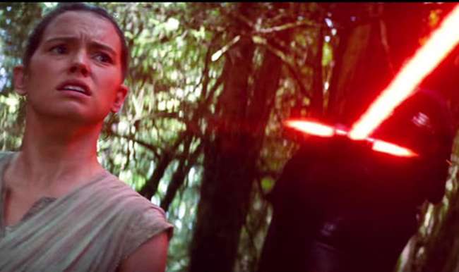 Rey-with-Kylo-Ren-s-flaming-sword-385157.jpg