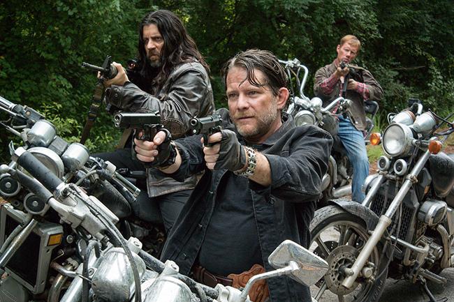 The-Saviors-Take-Aim-in-The-Walking-Dead-Season-6-Midseason-Premiere.jpg