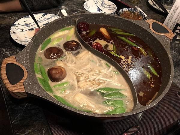 石撈麻辣鍋-鴛鴦鍋.JPG