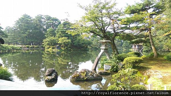 IMAG3414_石燈籠_霞池.jpg