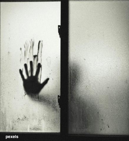 手_貼窗戶_window.png