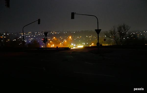 夜景_山路_pexels.png