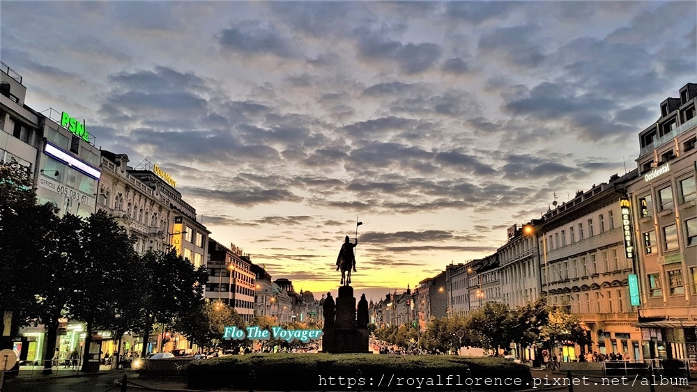 布拉格_聖瓦茨拉夫廣場2.jpg