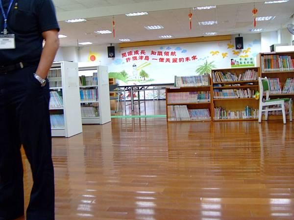 這裡大致是兒童閱覽區的空間,重點在下一張