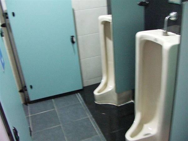 我不是進男廁偷拍啦