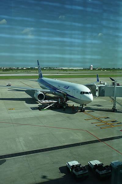 今天要搭的飛機,其實我們快來不及了,所以只拍一張