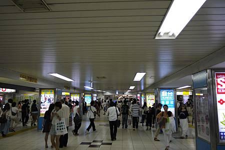 依舊是人來人往的車站