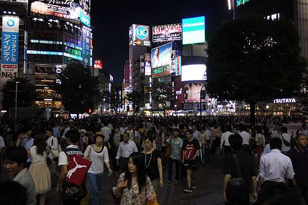 恐怖的渋谷!!!!你們看到這人潮了嗎