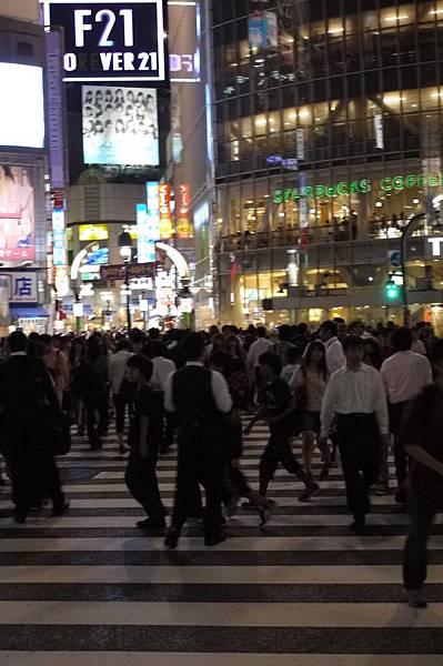 陳奕迅最近的愛迪達廣告,最後一幕真是令人印象深刻,就是澀谷的人潮啊