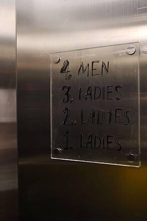 連電梯的標示都好有個性喔