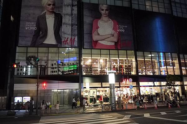 從對面看H&M