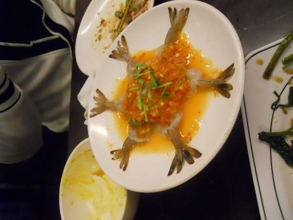 生蝦  很嗆  我有吃一條