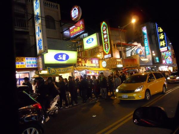 街上超多人