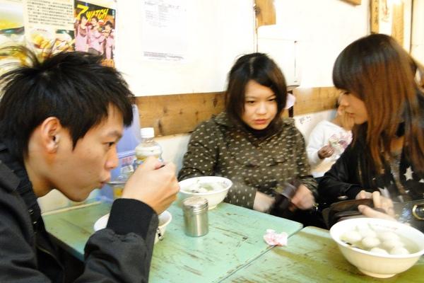 小馬馬吵著要喝魚丸湯