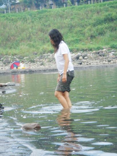 水中的女人.jpg