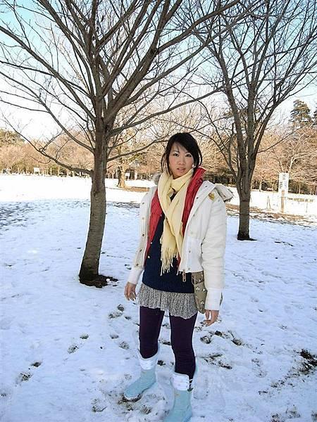 日本真的沒台灣冷,你看我都穿裙子而已