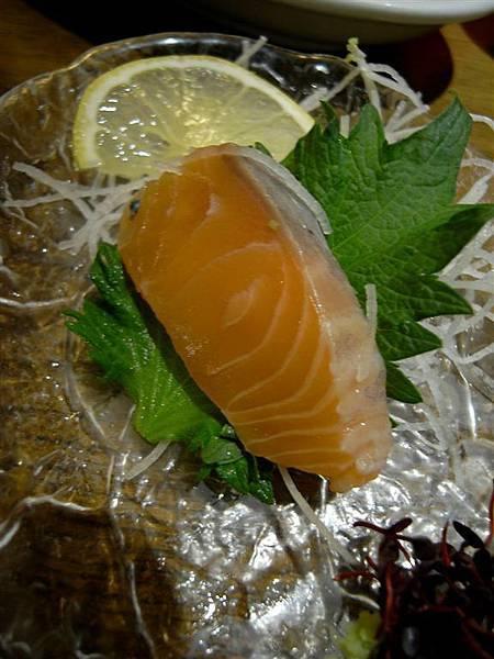生魚片,我吃到剩一塊才想到要拍