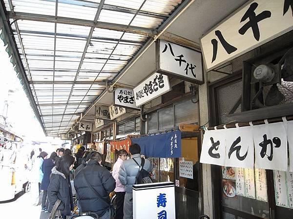 大和壽司那邊也排了不少人