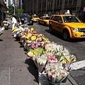 紐約到處都有在賣花