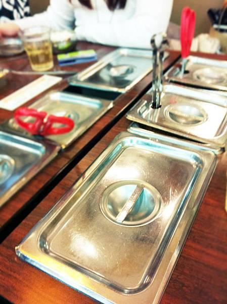 每個桌上都有自助式小菜