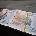 柬幣...1比100...通常用來給小費