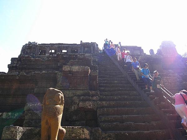 這是為了方便遊客而搭的樓梯