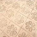 地板上的花紋