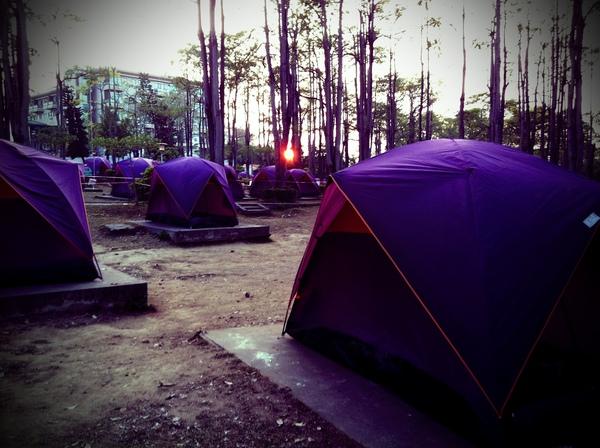 學生就是要睡帳篷!