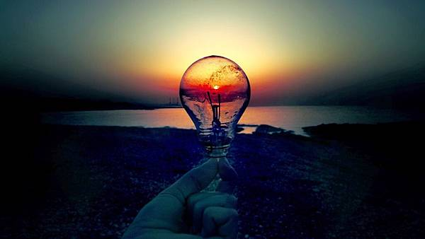 light-bulb-in-the-sunset-15775