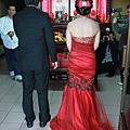 紅色華麗的魚尾晚禮服