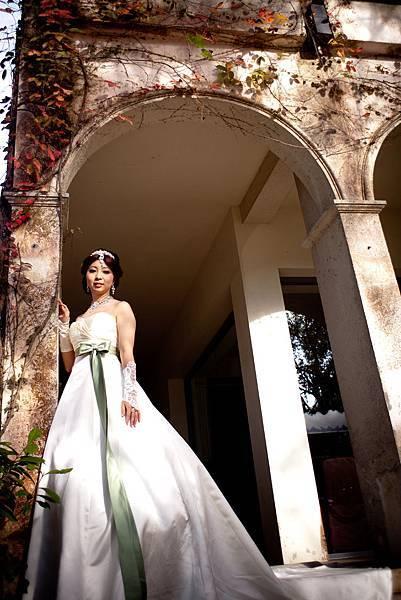 綠腰帶 素面拖尾緞面白紗
