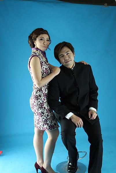 中山裝外套 + 紫色毛編厚版短旗袍