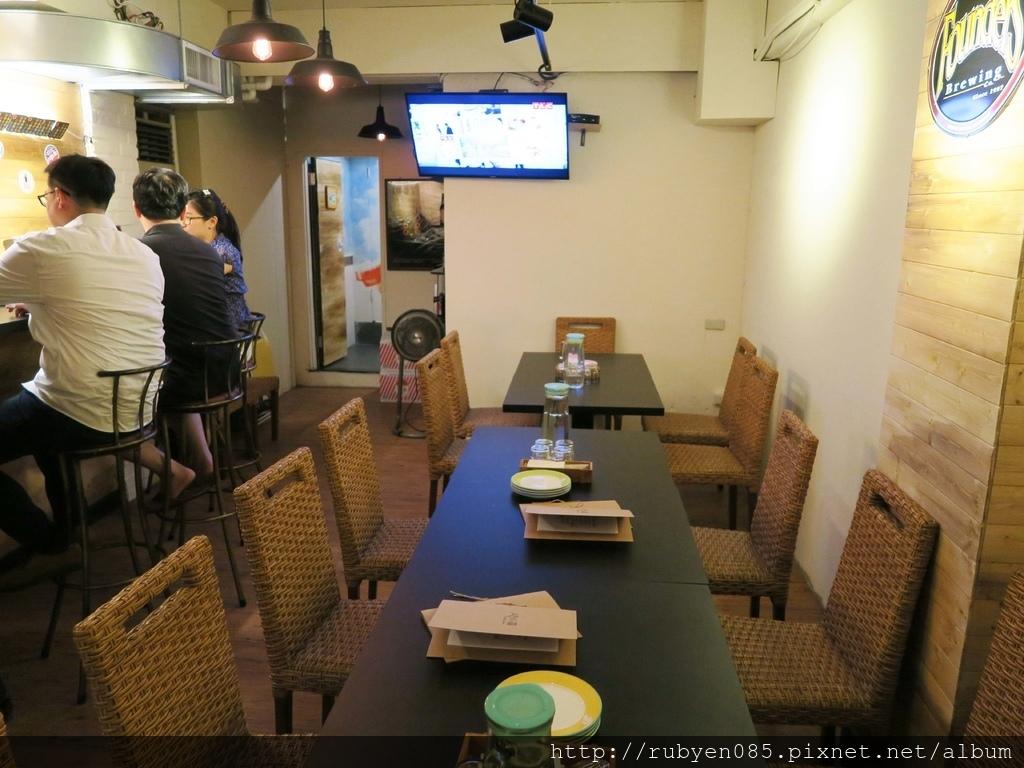 ABV精釀啤酒餐廳 (2).JPG
