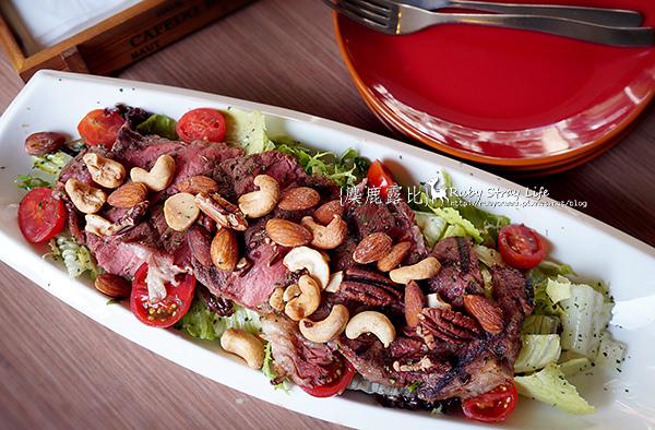 DSC03978堅果牛排沙拉.jpg