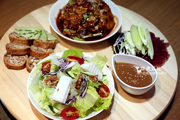 IMGL2502旋轉飯BAR菜菜盤.jpg