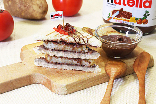 Nutella能多益早餐車創意鹹早餐_能多益薯餅三明治.jpg