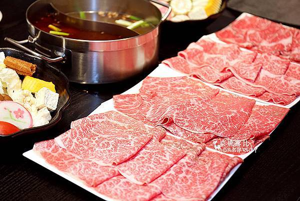 IMGL8731自左到右分別為:A5伊藤松阪和牛、日本小田黑毛和牛、美國和牛、澳洲純血和牛.jpg